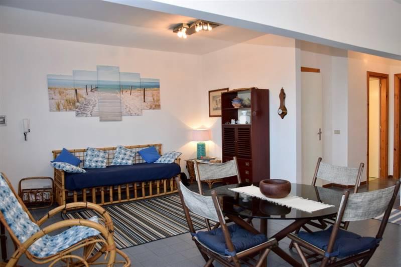 Trilocale 5 posti letto con doppi servizi e terrazza vista mare