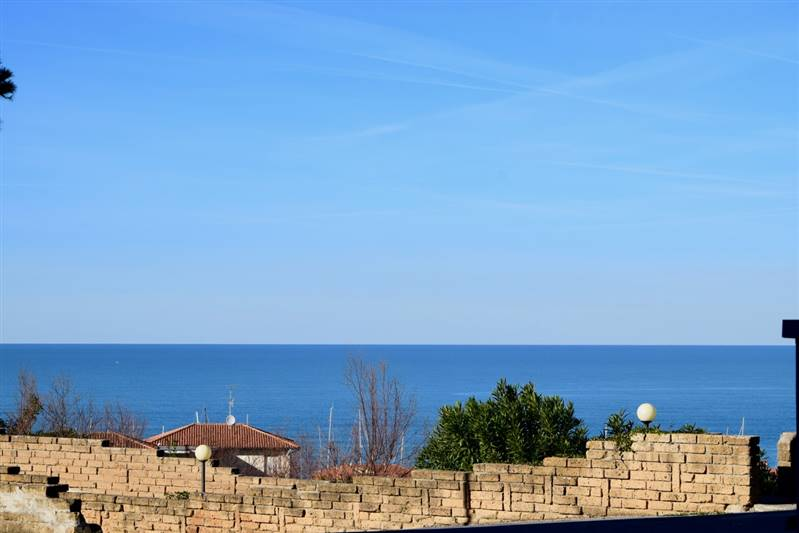Two-roomed apartment with privated fenced area - 800 meters to the beach - sea view