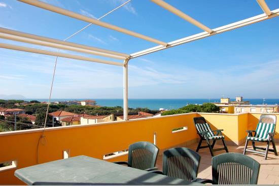 San VIncenzo (LI) -Trilocale 6 posti letto con solarium panoramico - 100 mt dal mare