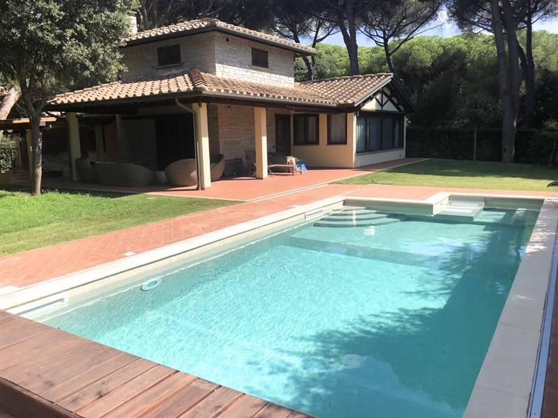 San Vincenzo (LI) - Caratteristica villa con parco e piscina