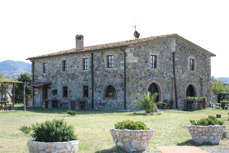 Santa Luce (PI) - Caratteristico ed originale casolare toscano